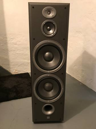 fJBL_E100_3way_Floor_Speakers_and_EC25_Ce_5b46bd20b1aaa.jpg.ba079c14bc4cf1e18a87ca8bf6f42c0d.jpg