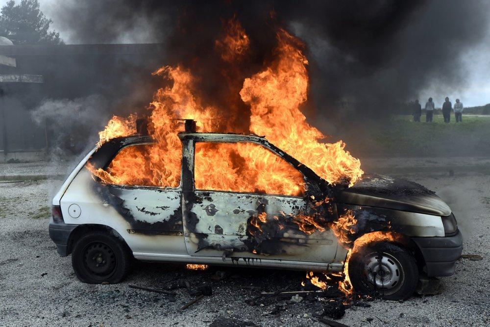can-you-blow-up-a-car-by-shooting-the-gas-tank-1200x800.thumb.jpg.5207d2d5d664ab453790a03bfb9f447b.jpg
