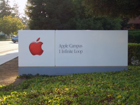 800px-Apple_Headquarters_Sign_ByDay