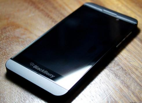 312384,xcitefun-blackberry-z10-3