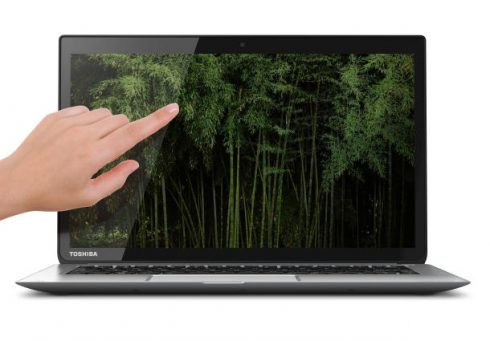 Toshiba_KIRAbook_Front_Straight_with_hand_610x425