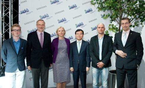 Skolotaju apmacibu programmas zurija un Samsung Baltics Electronics prezidents