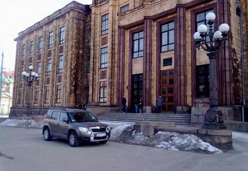auto-novietosana-pie-satiksmes-ministrijas-43168334