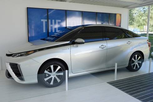 production-toyota-fcv-makes-first-us-appearance-at-2014-aspen-ideas-festival_1
