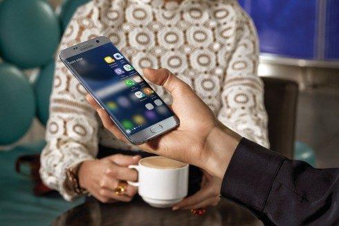 Foto_Galaxy-S7-edge_lifestyle-490x327
